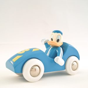 Donald Duck in race auto