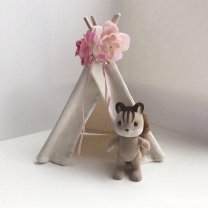 mini tipi voor het poppenhuis ecru met roze bloemen